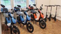 1Elektroscooter_blau_orange_schwarz_mono